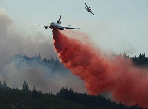 Air Tanker spraying flame retardant at Pine Mountain, Oregon