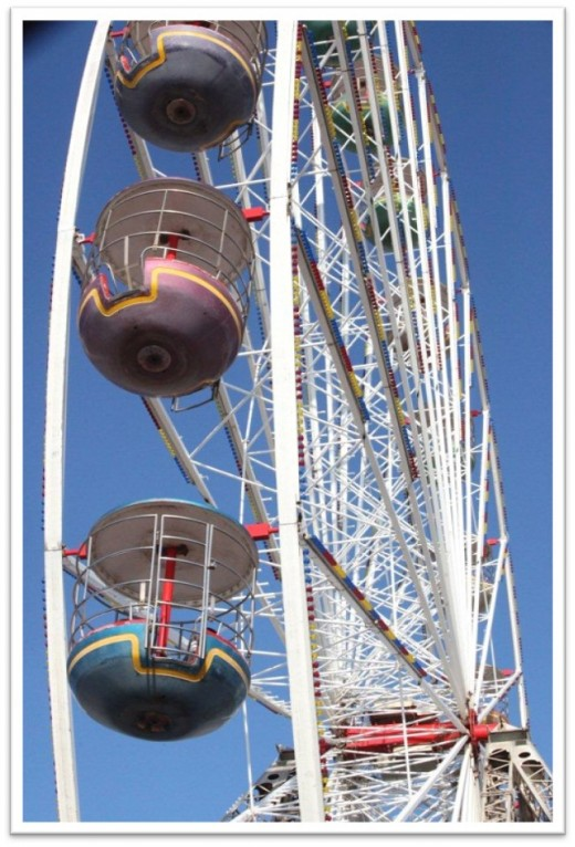 The partial image of the big wheel provides the 'shape' for this picture