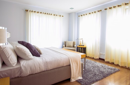 Another example of a bedroom. In this room, the curtains allow light to come through. This luminosity depends very much on the occupants of the bedroom.