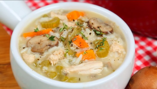Finally, chicken soup with wild rice and mushrooms is ready to serve.