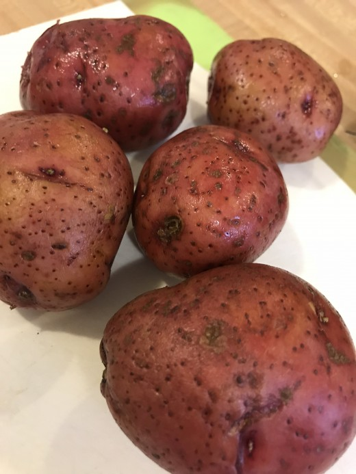 This recipe works with several types of potatoes, so it's versatile. Russet potatoes, Yukon golds or red potatoes are all great - so pick your favorite!