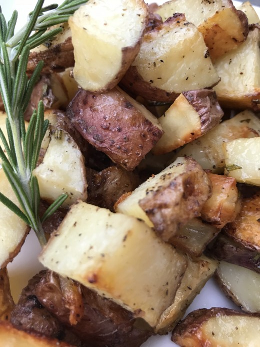 Crispy, tender, fragrant and delicious - rosemary roasted potatoes are a quick and easy dish that everyone loves.