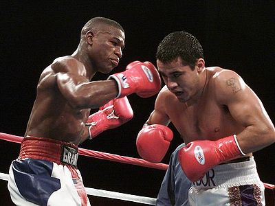Mayweather Junior against Chaves