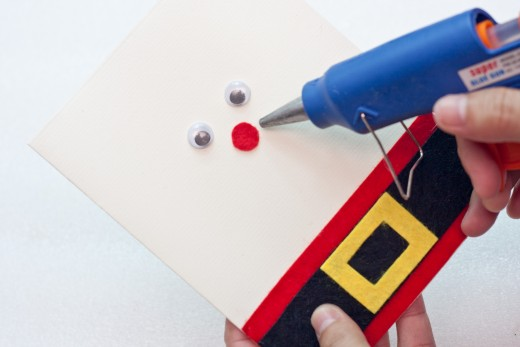 Glue the circle into place on your card...right under the eyes in the center of your card.