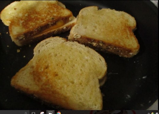 you can flip the sandwiches over several times, to get an even caramelizing