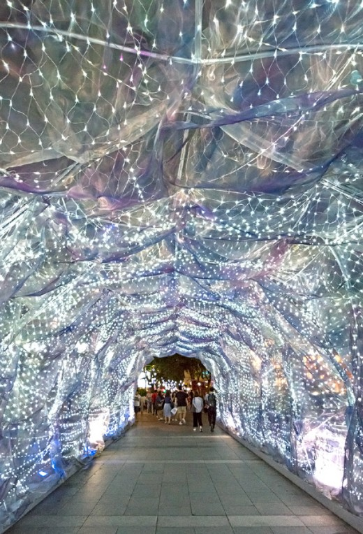 Over at Forum The Shopping Mall, a simple and exquisite light tunnel known as the Walk of Wonder is this year's key attraction.