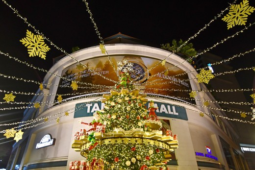 Closer view of Tanglin Mall's clockwork Christmas tree.