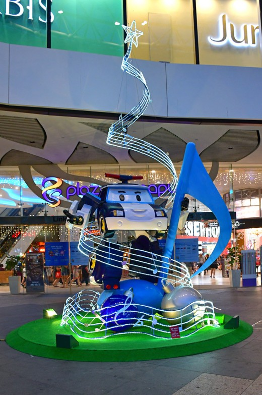 This is Plaza Singapura's Christmas tree for this year. Featuring the Korean cartoon character, Robocar Poli.