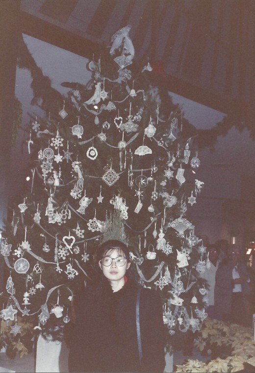 A decorated Christmas tree at the Smithsonian's Museum of Americana.