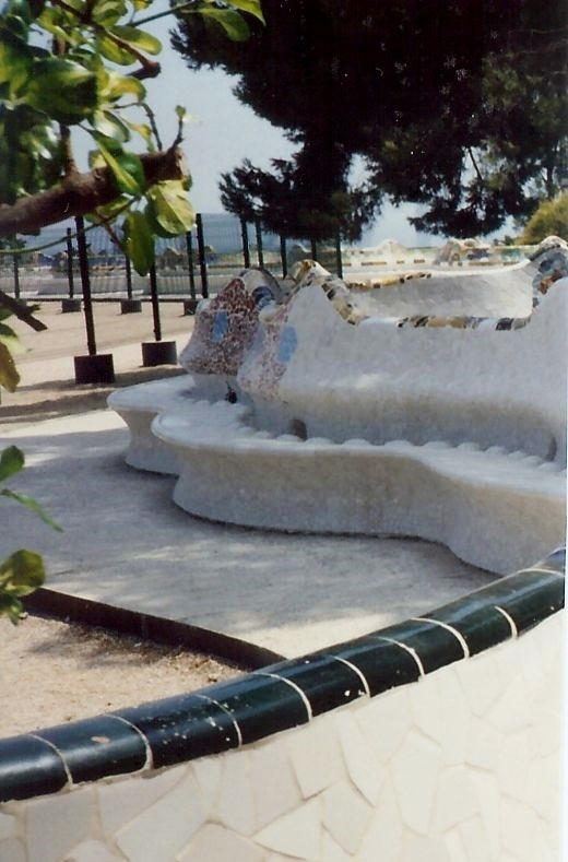 Portion of the curvaceous benches in Guell Park