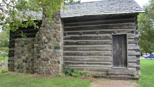Elias Comstock Cabin, Owosso showing rear of cabin