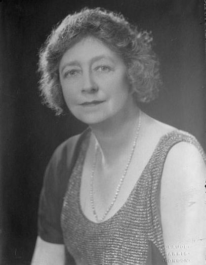 Dame May Whitty plays Mrs. Froy