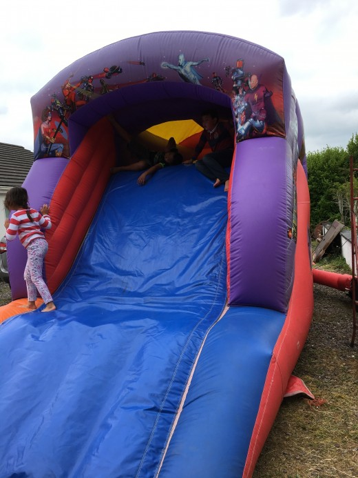 Remember to wear socks when playing in the bouncy castle. A few kids got the blisters but this didn't stop them from playing.