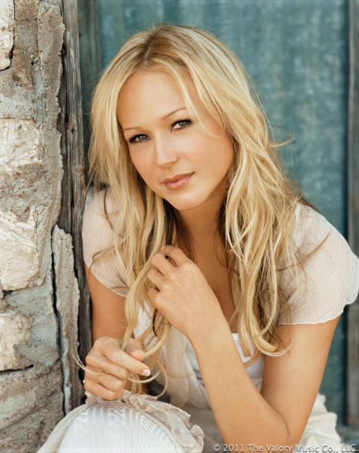 Jewel (Kilcher) is a Utah-born singer, songwriter, poet and actress.