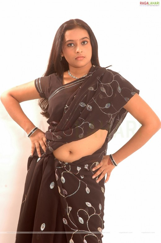 navel exposure in saree