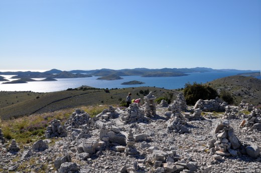 You see Katina, Lavdara and Dugi otok and a few islands with no name.