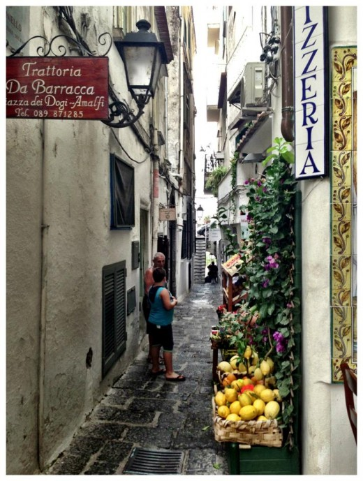 Wandering the cobblestone streets, lemons can be found everywhere!