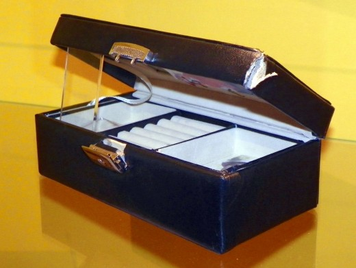 The jewellery box used to kill Lucy.