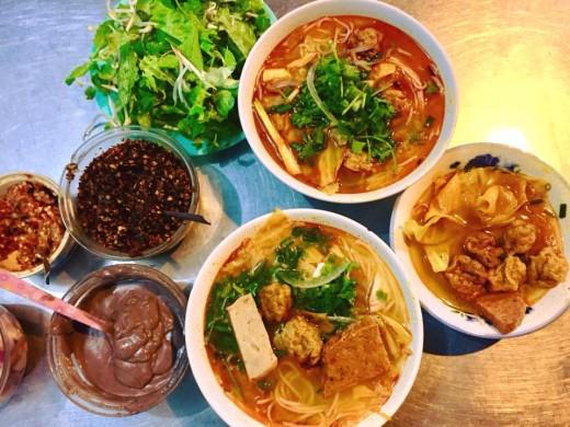 Bún Chả cá (Grilled fish ball noodles)