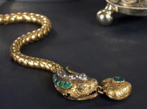 Pros and Cons of Selling Gold, Silver, & Platinum Jewelry Online
