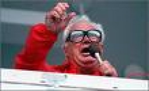White Sox Announcer Harry Carey Implored The Crowd To Return To Their Seats To No Avail
