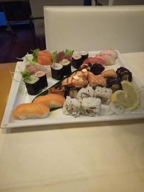 while sushi with mayonnaise or other sauces tends not to be a healthy choice.