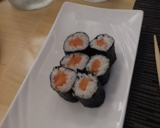Plain sushi without sauces is surely a healthy choice
