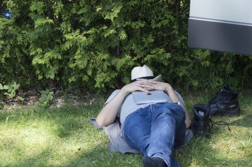 A siesta (short sleep) in the shade helps you stay comfortable on a hot day.