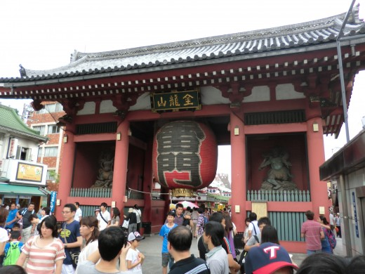The mighty Kaminarimon Gate of Senso-ji Temple in Tokyo, Japan