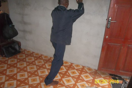 Wall push stretchs the back and arm muscles