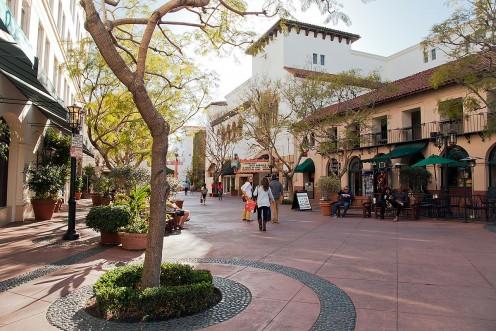 Sue Grafton uses the layout of Santa Barbara, California to create Kiinsey Milhone's home of Santa Teresa.