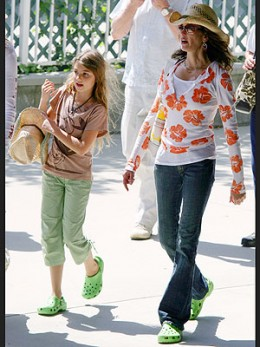 Teri Hatcher wearing Crocs Cayman Shoes