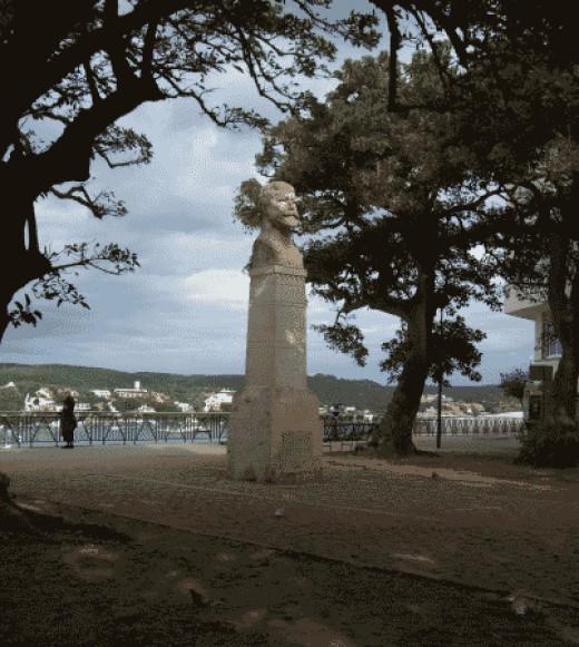 Statue of Collingood in Mahon