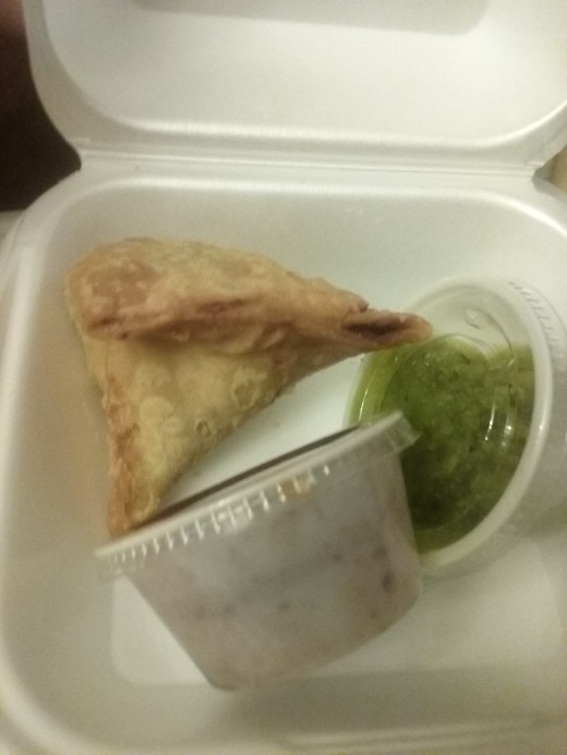 INDU INDIAN FAST FOOD RESTAURANT REVIEW : Food photo - Tasty samosa with generous tamarind sauce and mint sauce options. Both sauces are tasty.