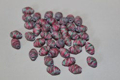 How to Make Beautifully Colored Paper Beads Out of White Paper