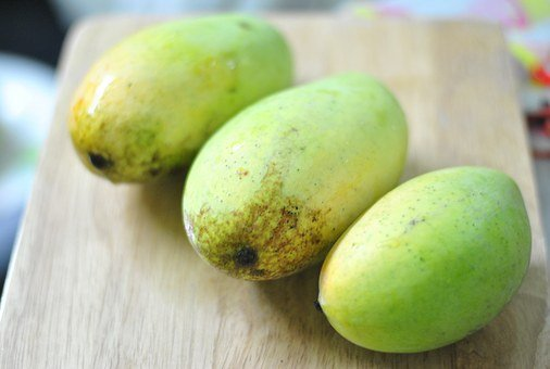 Semi ripe mangoes can be used as an herbal remedy with black tea.