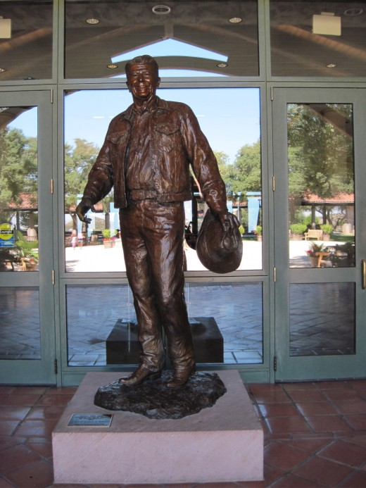 Statue of Ronald Reagan at his Presidential Library