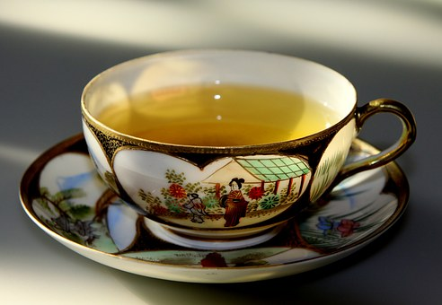 A cup of warm green tea keeps you in a better mood