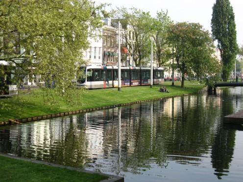 Tram beside the Westersingel