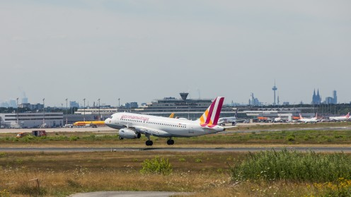 Germanwings - Airbus A319-132 - D-AGWL - Cologne Bonn Airport - Approaching, near to touching down at runway 06/24 at Cologne Bonn Airport. In the background Terminal 1 of the airport and on the right Cologne Cathedral