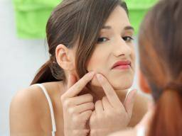 Blackheads are skin pigments that turn brown or black when get exposed to oxygen
