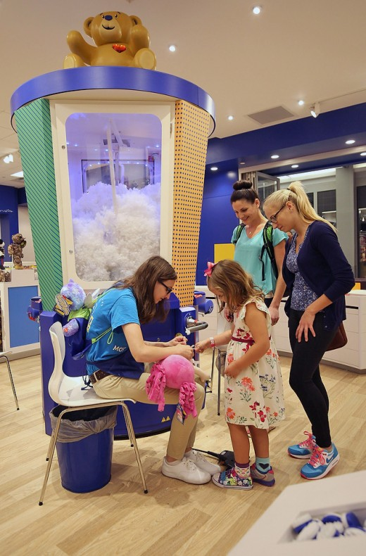 Photo of a Build-A-Bear store in 2015 showcasing the giant stuffer.