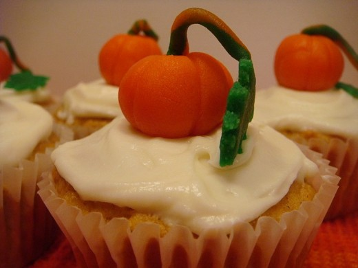 Cute pumpkin patch cupcakes.