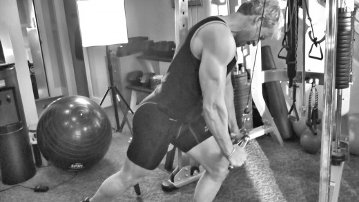 """""""Stay Tight"""" throughout the whole set for good gains and injury prevention."""