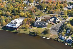 What will Dowling College's Oakdale campus finally become after the sale to Mercury International?