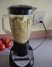 Making applesauce in the blender
