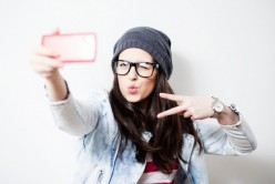 7 Amazing Ideas to Take Selfies that Get the Maximum Likes, Shares and Comments