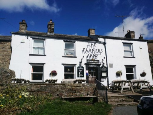 the Farmers Arms at Muker, a Free House (not brewery-tied) with a well-kept cellar and good food to keep you going after an energetic walk. A great place to 'wet your whístle' as folk say up this way