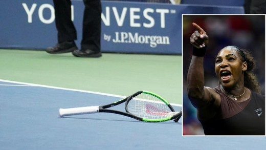 Serena Williams breaks her racquet