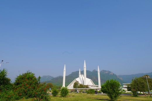 Shah Faisal Mosque, designed by renowned Turkish architect  Vedat Dalokay, in Islamabad combines the elements of Islamic architecture with modern Turko-Arab architecture.